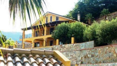 Villa in vendita a Messina, 7 locali, zona Zona: Centro, Trattative riservate | Cambio Casa.it