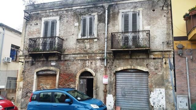 Soluzione Indipendente in vendita a Messina, 8 locali, zona Località: VIA PALERMO BASSA, prezzo € 190.000 | Cambio Casa.it