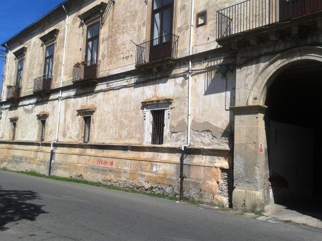 Soluzione Indipendente in vendita a Cosenza, 3 locali, zona Zona: Centro Storico, prezzo € 65.000 | Cambio Casa.it