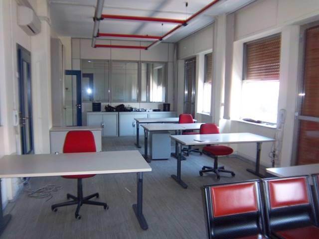 Ufficio / Studio in affitto a Cosenza, 5 locali, zona Zona: Mazzini, prezzo € 1.500 | CambioCasa.it