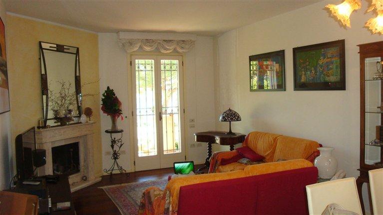 Villa in vendita a Follonica, 10 locali, zona Località: CAPANNINO, Trattative riservate   Cambio Casa.it