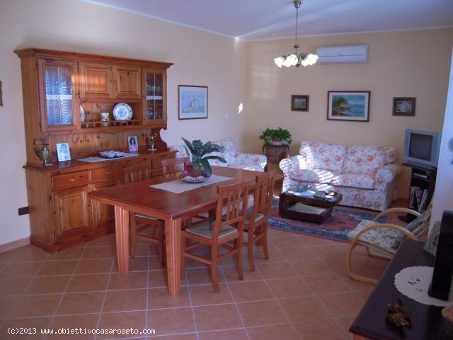 Villa in Vendita a Roseto Capo Spulico