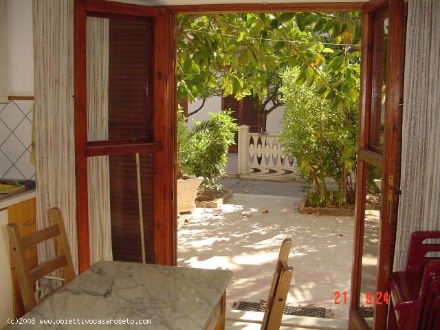 Soluzione Indipendente in affitto a Roseto Capo Spulico, 3 locali, zona Località: MARINA SOTTO FERROVIA, Trattative riservate | CambioCasa.it