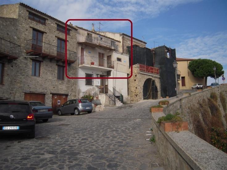 Appartamento in vendita a Roseto Capo Spulico, 8 locali, zona Località: CENTRO STORICO, prezzo € 85.000   CambioCasa.it