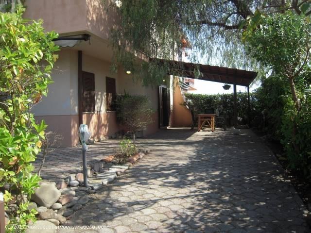 Villa in vendita a Roseto Capo Spulico, 3 locali, zona Località: CIVITA, prezzo € 76.000 | CambioCasa.it