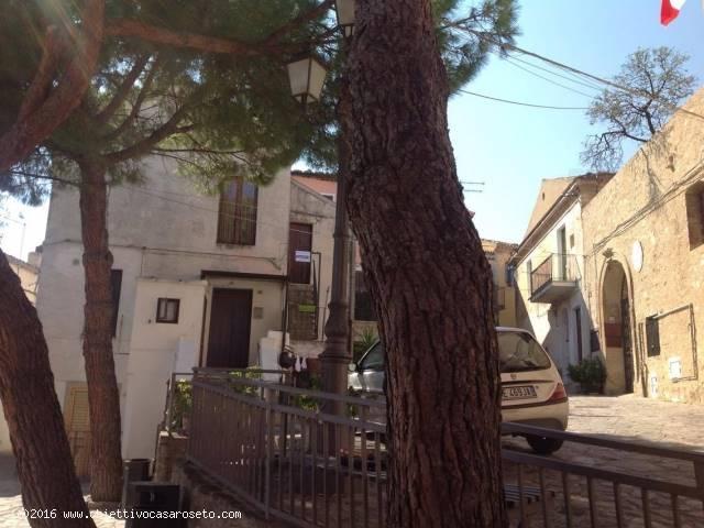 Appartamento in vendita a Roseto Capo Spulico, 4 locali, zona Località: CENTRO STORICO, prezzo € 48.000   CambioCasa.it