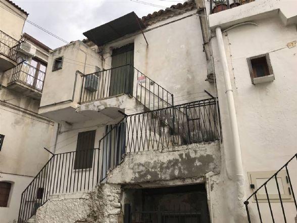 Appartamento in vendita a Roseto Capo Spulico, 2 locali, zona Località: CENTRO STORICO, prezzo € 9.900 | CambioCasa.it