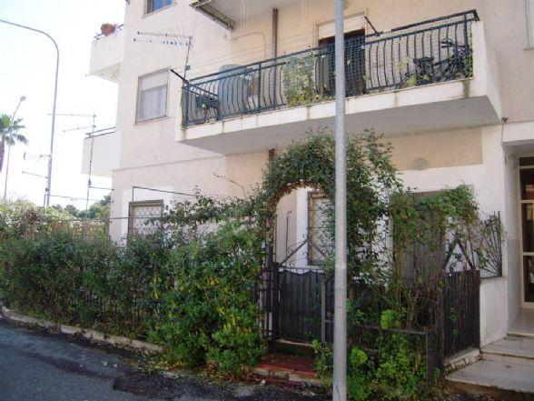 Appartamento in vendita a Roseto Capo Spulico, 2 locali, zona Località: MARINA SOTTO FERROVIA, prezzo € 35.000   CambioCasa.it