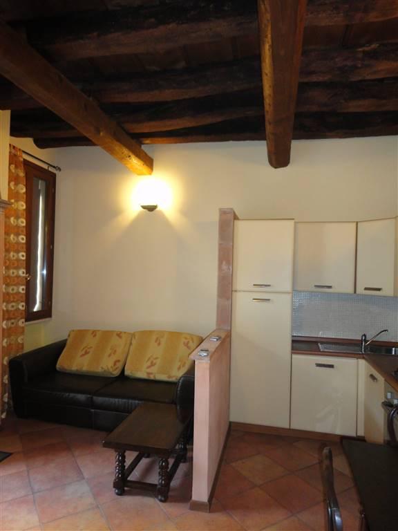 Soluzione Indipendente in affitto a Ferrara, 2 locali, zona Zona: Centro storico, prezzo € 450 | Cambio Casa.it