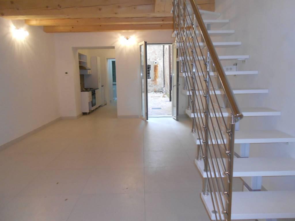 Soluzione Indipendente in affitto a Ferrara, 4 locali, zona Zona: Centro storico, prezzo € 750   Cambio Casa.it