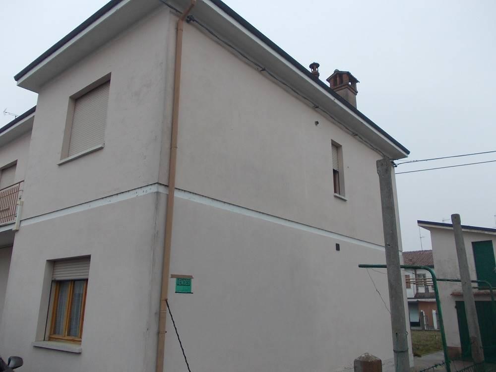 Soluzione Indipendente in vendita a Voghiera, 8 locali, zona Zona: Gualdo, prezzo € 97.500 | Cambio Casa.it