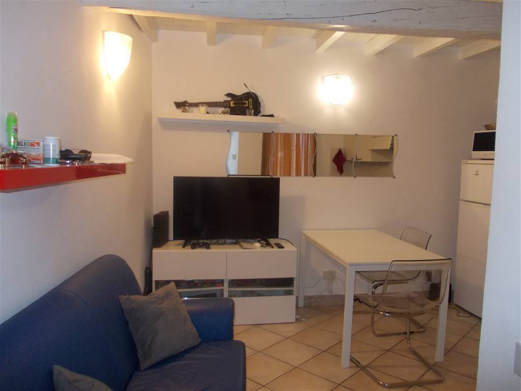 Soluzione Indipendente in affitto a Ferrara, 2 locali, zona Zona: Entro Mura, prezzo € 450 | CambioCasa.it