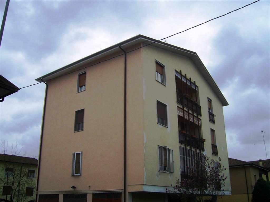 Appartamento in affitto a Roncoferraro, 5 locali, zona Zona: Barbasso, prezzo € 400 | CambioCasa.it