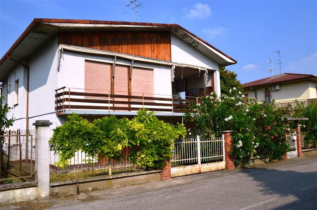 Villa in vendita a Villimpenta, 6 locali, prezzo € 97.000 | CambioCasa.it
