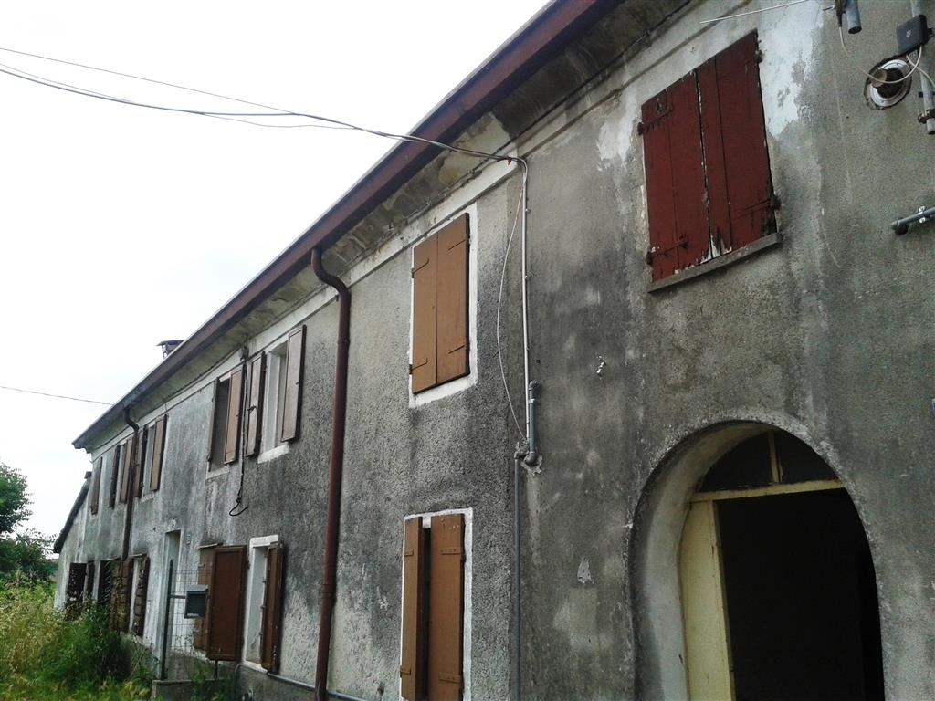 Rustico / Casale in vendita a Roncoferraro, 5 locali, zona Località: GAROLDA, prezzo € 25.000 | CambioCasa.it