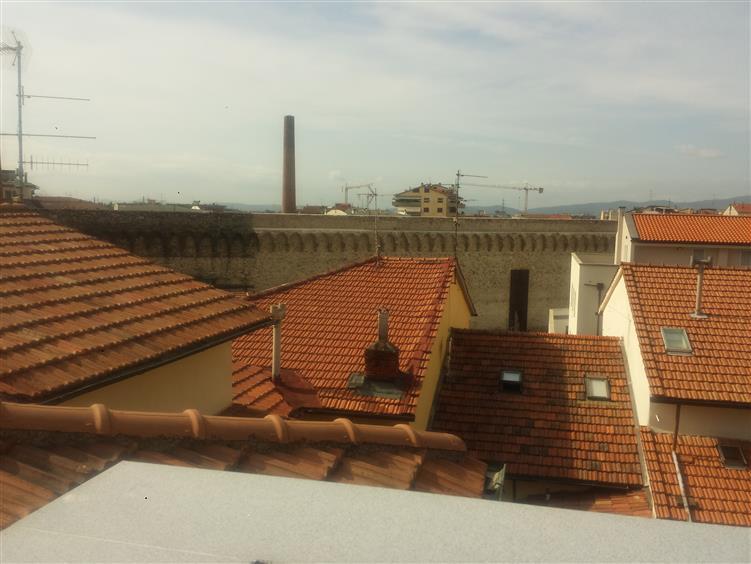 Trilocale, Centro Storico, Prato, ristrutturato