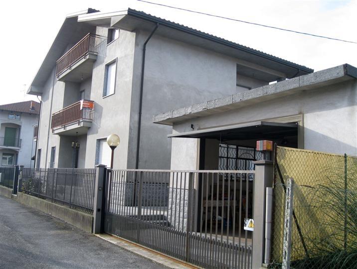 Soluzione Indipendente in vendita a Vigliano Biellese, 10 locali, prezzo € 250.000 | Cambio Casa.it