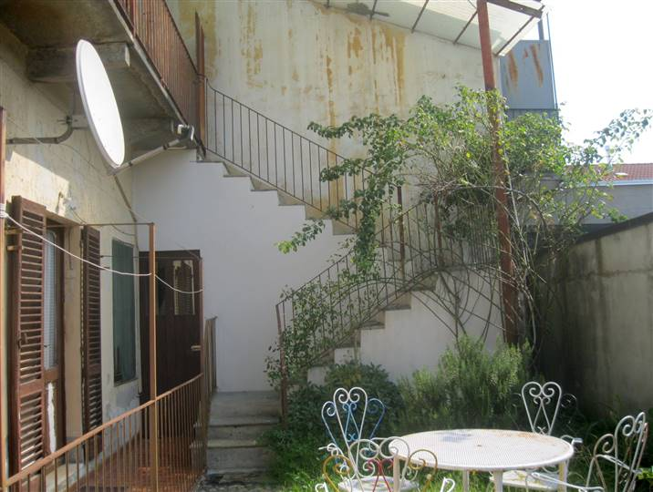 Appartamento in vendita a Biella, 12 locali, zona Località: PRESSI VIA ROSSELLI, prezzo € 95.000 | Cambio Casa.it