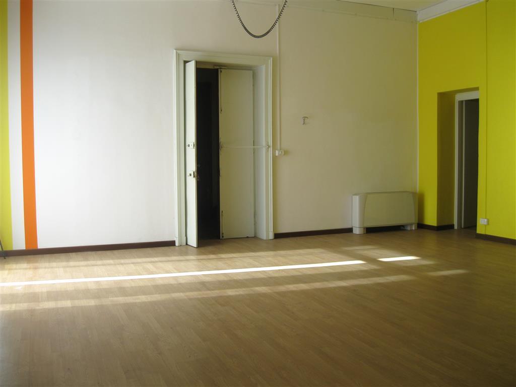 Negozio / Locale in affitto a Biella, 4 locali, zona Zona: Centro, prezzo € 900 | Cambio Casa.it