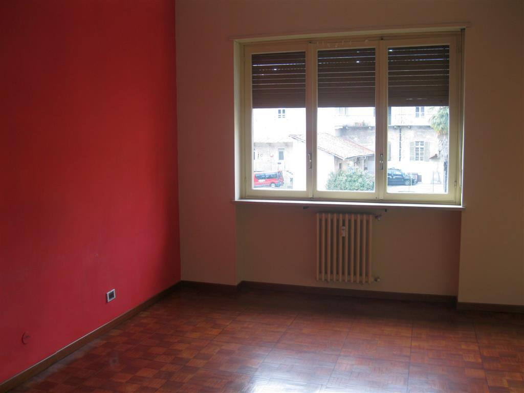 Appartamento in affitto a Biella, 4 locali, zona Zona: Centro, prezzo € 450 | Cambio Casa.it