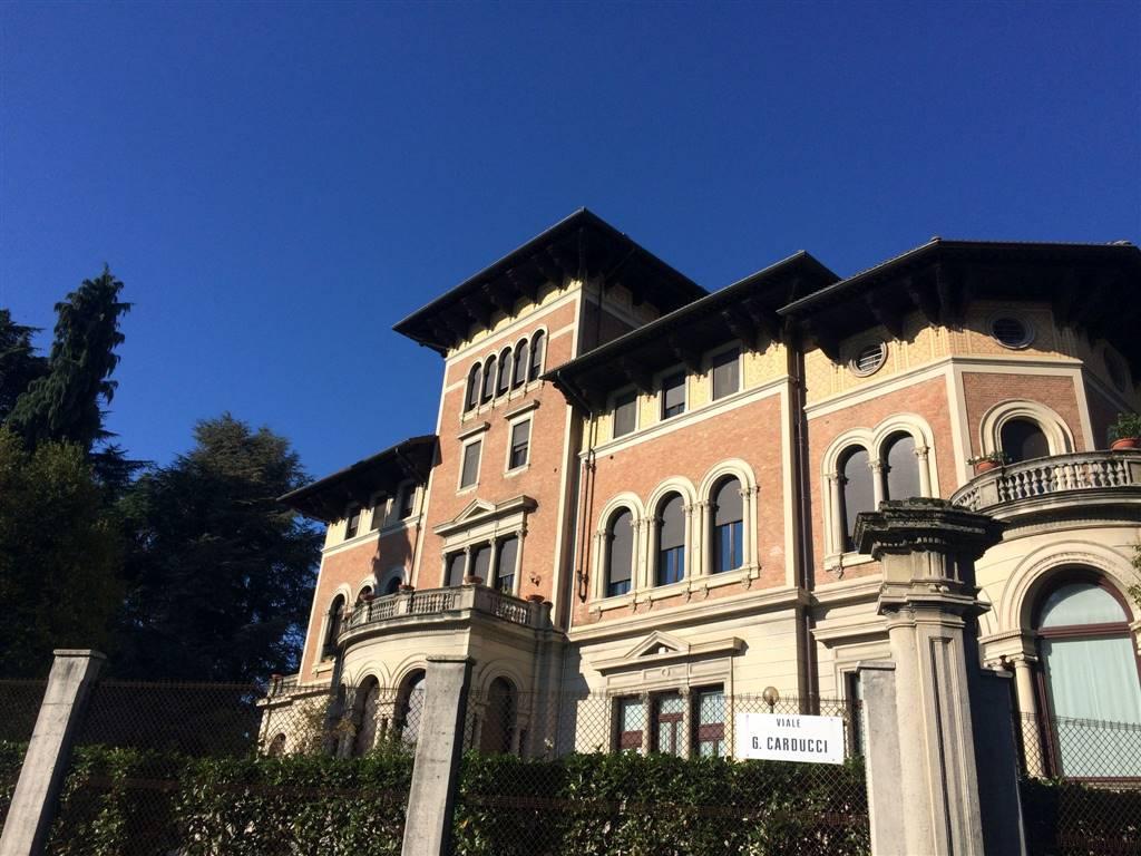 Appartamento in vendita a Biella, 16 locali, zona Zona: Centro, prezzo € 750.000 | Cambio Casa.it