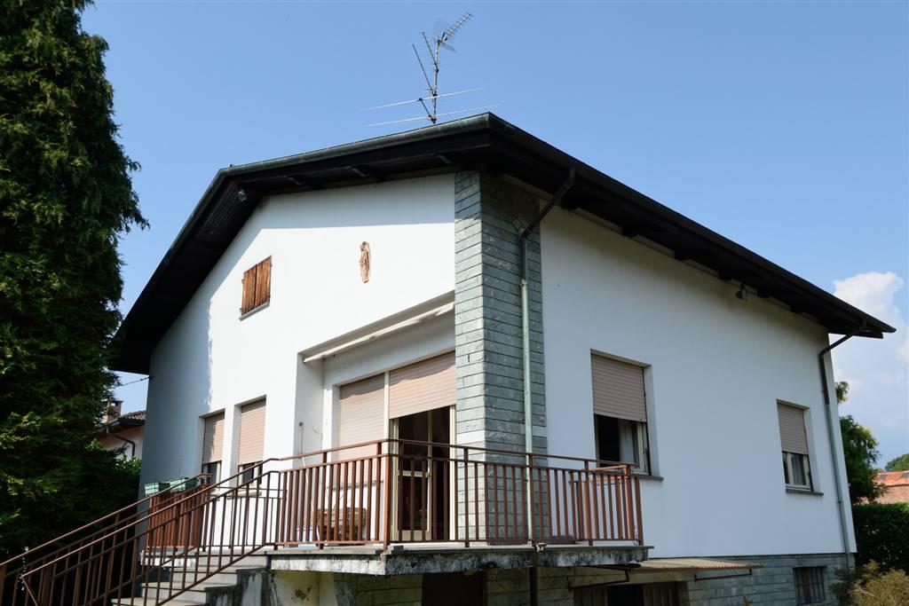 Villa in vendita a Biella, 8 locali, prezzo € 265.000 | Cambio Casa.it