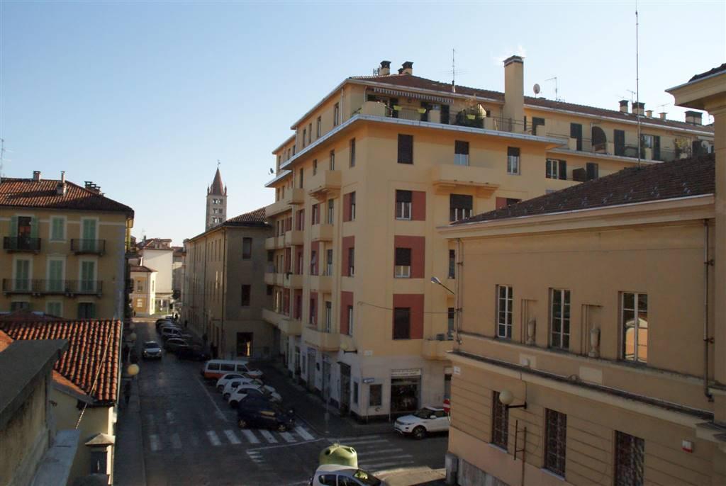 Appartamento in vendita a Biella, 6 locali, zona Zona: Centro, prezzo € 53.000 | Cambio Casa.it