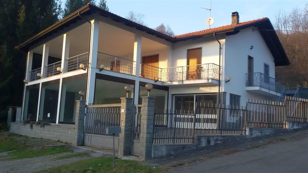 Soluzione Indipendente in vendita a Andorno Micca, 5 locali, zona Zona: Locato Inferiore, prezzo € 150.000 | Cambio Casa.it