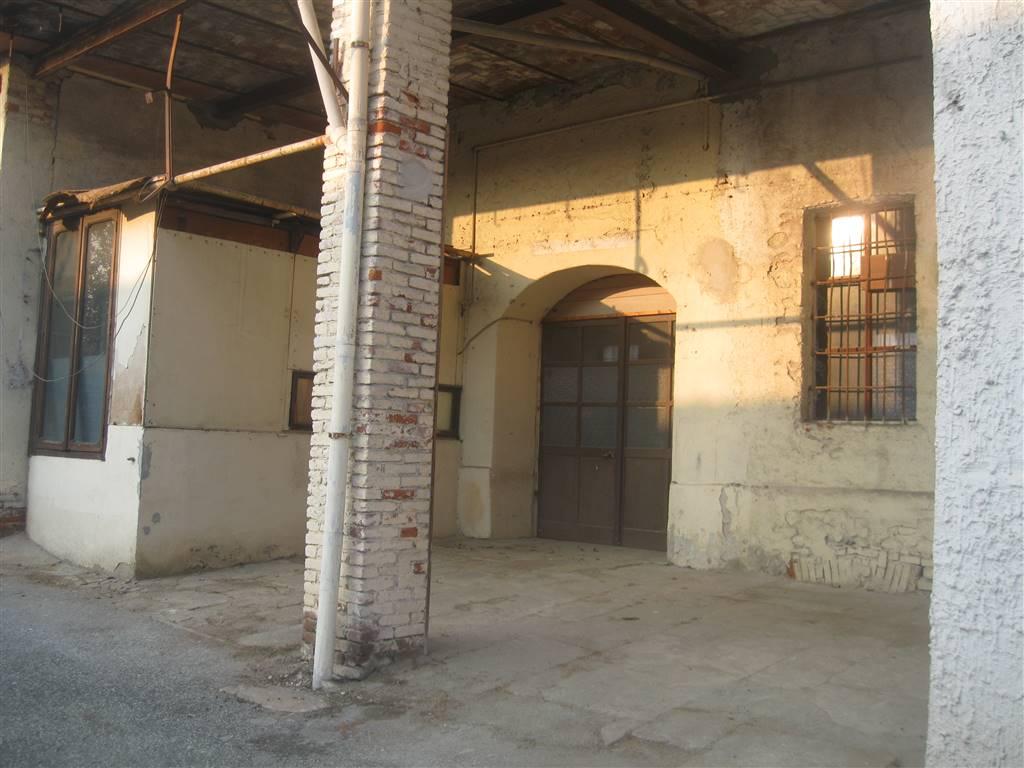 magazzino-deposito  in Affitto a Biella