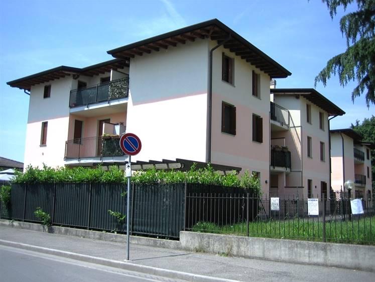 Appartamento in vendita a Truccazzano, 3 locali, zona Zona: Albignano, prezzo € 142.000 | Cambio Casa.it