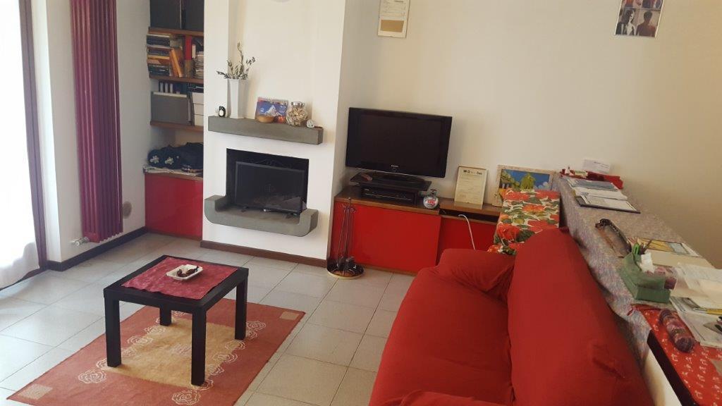 Appartamento in vendita a Pozzo d'Adda, 3 locali, zona Località: BETTOLA, prezzo € 125.000 | Cambio Casa.it