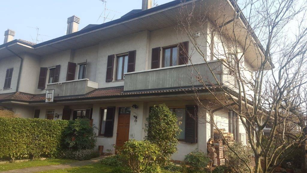 Villa bifamiliare a INZAGO 170 Mq | 4 Vani | Giardino 200 Mq