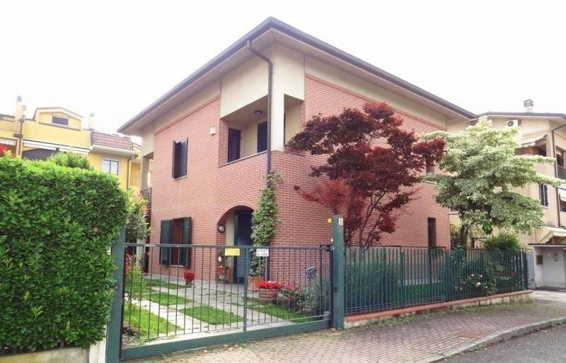 Villa in Vendita a Carugate