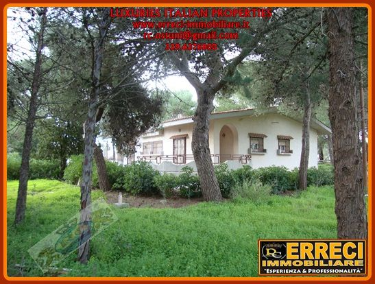 Villa-Villetta  in Vendita a Brindisi