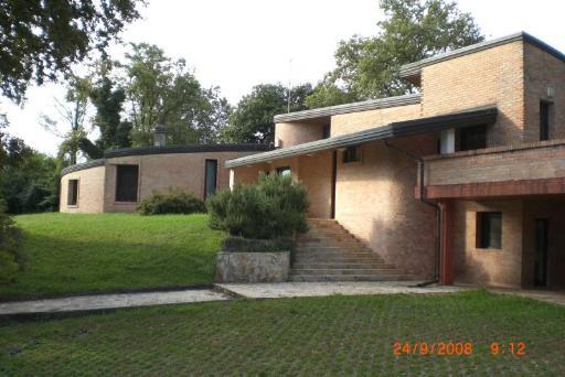 Villa vendita TAVAGNACCO (UD) - 6 LOCALI - 500 MQ