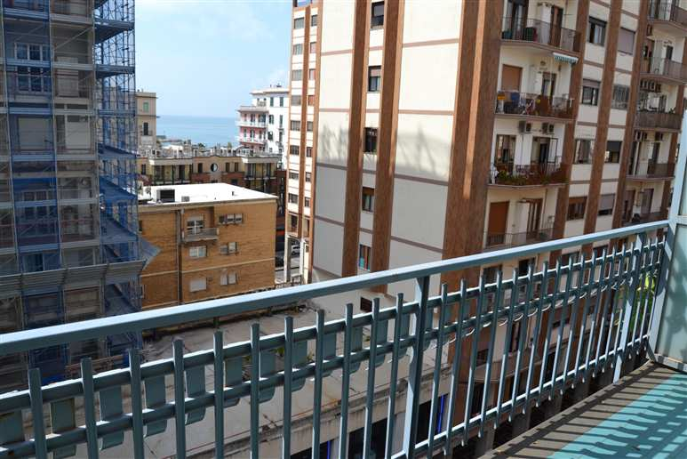 Appartamento in vendita a Salerno, 4 locali, zona Zona: Centro,  | Cambiocasa.it