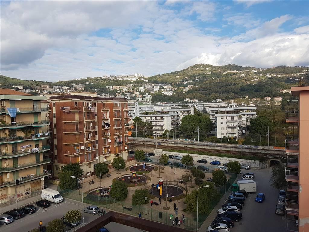 Appartamento in affitto a Salerno, 6 locali, zona Zona: Torrione, prezzo € 800   Cambio Casa.it