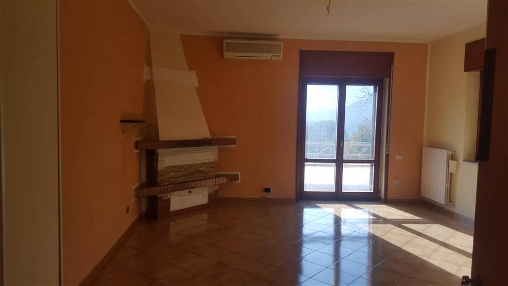 Appartamento in affitto a Baronissi, 3 locali, zona Zona: Acquamela, prezzo € 450 | Cambio Casa.it