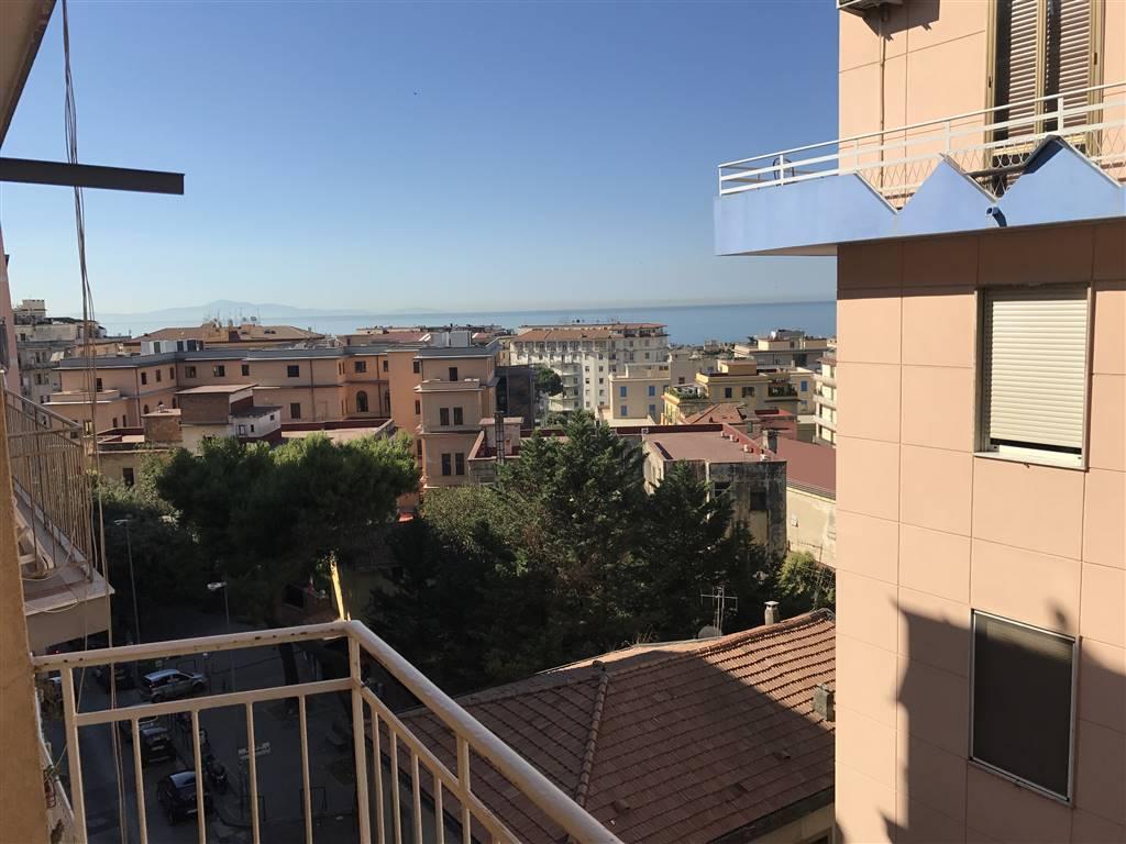 Appartamento in affitto a Salerno, 2 locali, zona Zona: Centro, prezzo € 600   Cambio Casa.it