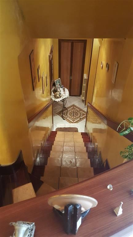 Soluzione Indipendente in affitto a Salerno, 4 locali, zona Zona: Ogliara, prezzo € 550   CambioCasa.it