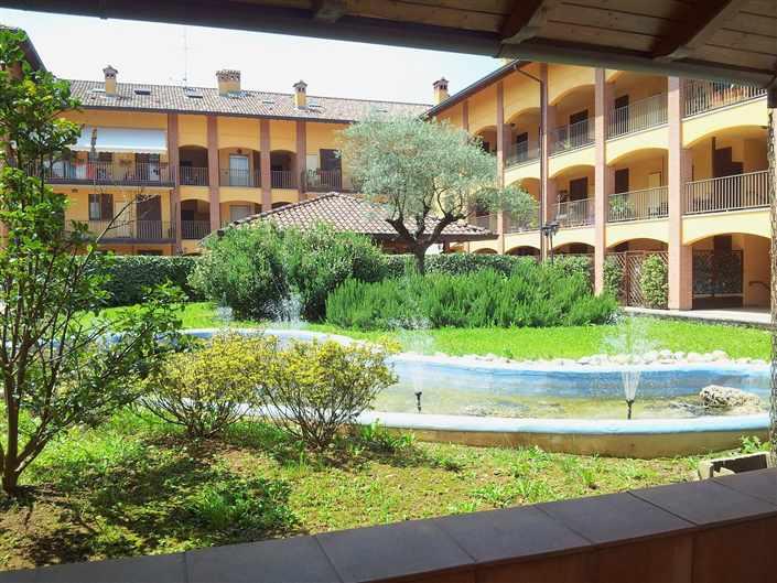 LESMO, Appartamento, € 255.000