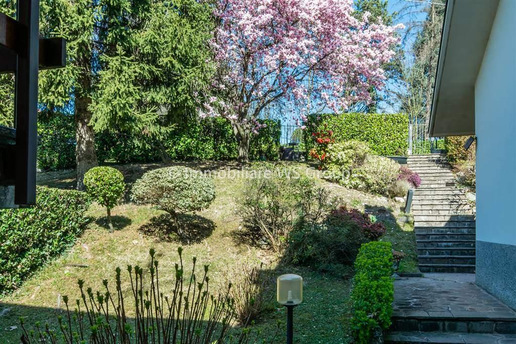 Villa in Vendita a Lesmo: 4 locali, 160 mq
