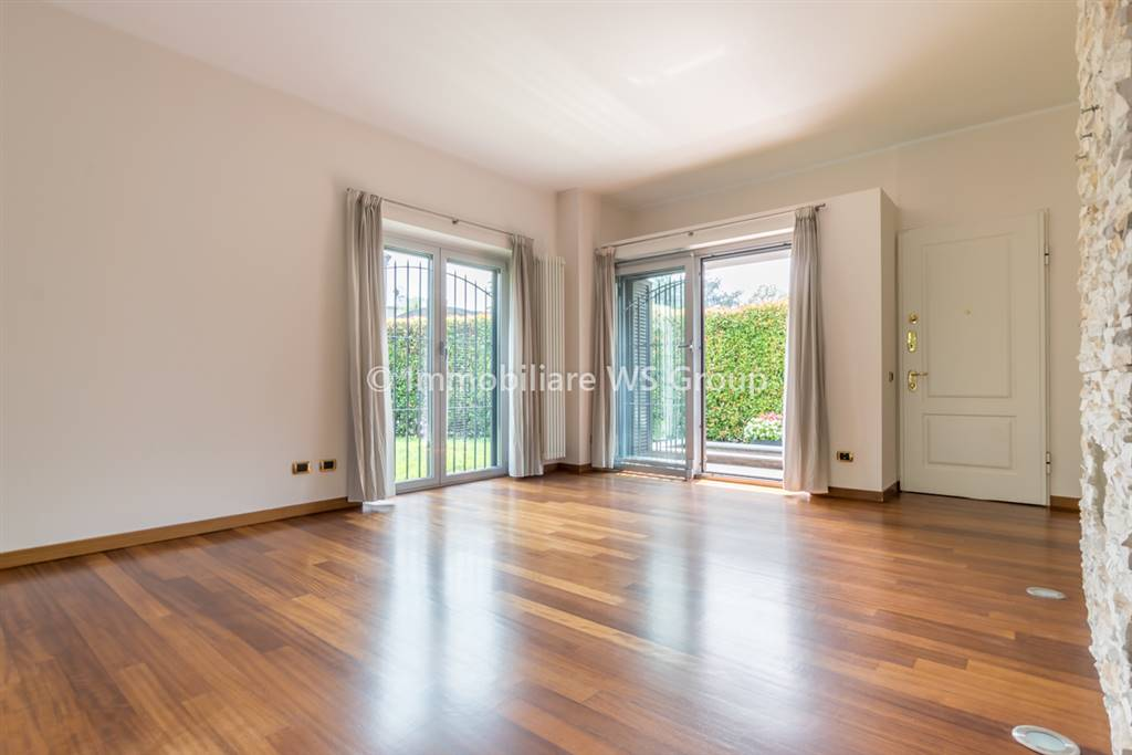 Villa in Vendita a Monza: 5 locali, 250 mq