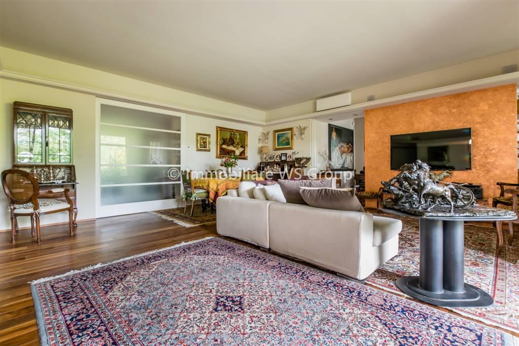 Appartamento in Vendita a Biassono: 4 locali, 175 mq