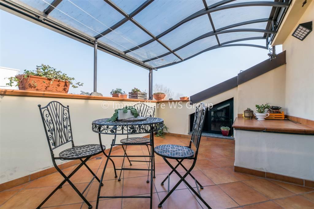Appartamento in Vendita a Monza: 4 locali, 210 mq