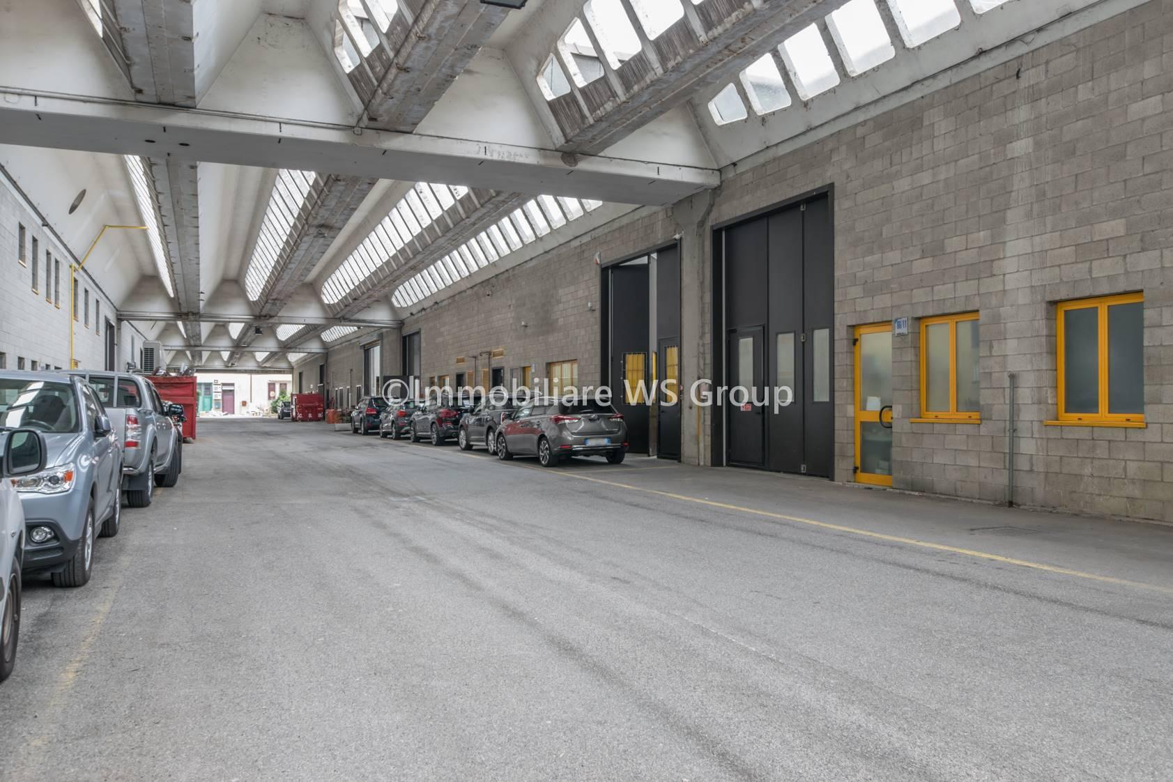 Capannone in Vendita a Monza: 2 locali, 200 mq