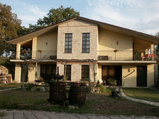 Villa-Villetta  in Affitto a Terni