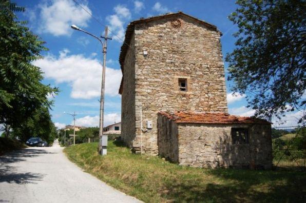 Vendita rustico casale pieve di compresseto gualdo - Ristrutturare casale in pietra ...