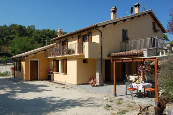 Villa in vendita a Spoleto, 13 locali, prezzo € 530.000 | CambioCasa.it