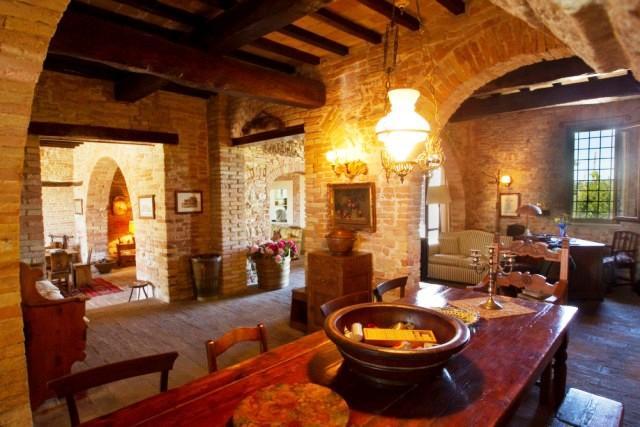 Rustico / Casale in vendita a Perugia, 15 locali, zona Zona: San Martino in Colle, prezzo € 649.000 | Cambio Casa.it